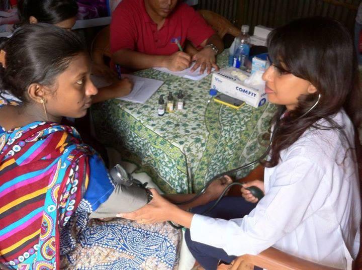 Bangladesh doctor measuring blood pressure prentala woman